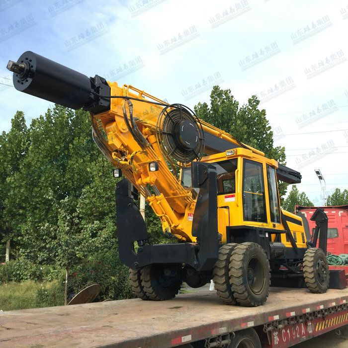 Wheel type rotary drilling machine with square bar